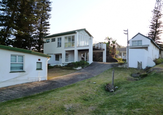 Glenmore Beach House up for grabs for the December Holiday from 28 December