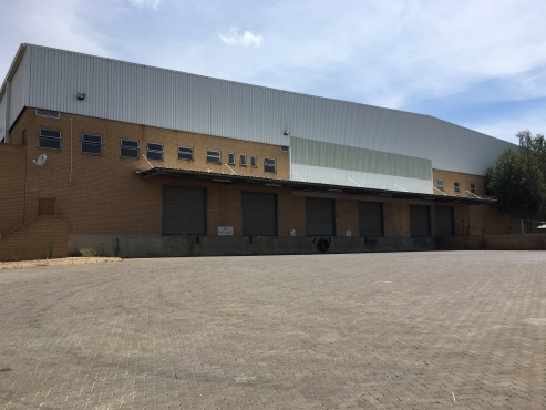 LARGE WAREHOUSE / FACTORY / DISTRIBUTION CENTRE TO LET IN LAULARDIA, CENTURION!