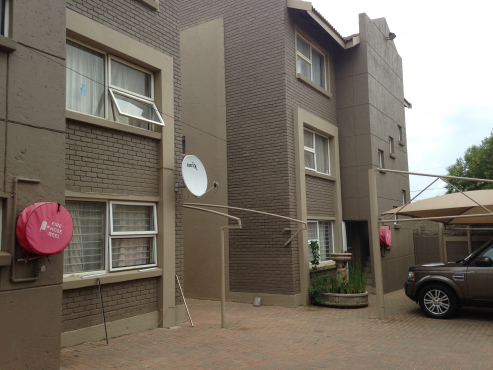 WEST VIEW APARTMENTS - OPPOSITE HELEN JOSEPH HOSPITAL - WESTDENE