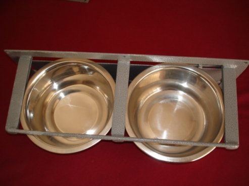 SWIVEL FEEDERS, FLIP OPEN FEEDERS  FOR WATER.  SELF FEEDERS WITH ADJUSTING LIP FOR BIRDS AND PETS