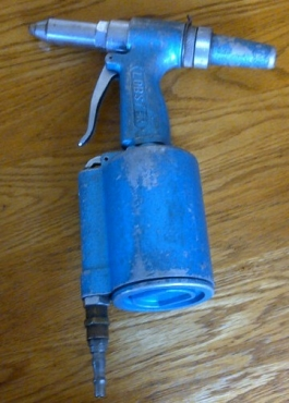 Industrial hand held air pop rivetor