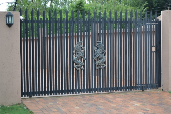Palisade Gates and p