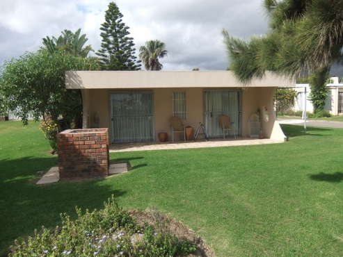 2 Bedroom 50m from beach