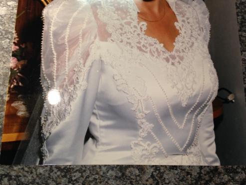 Spectacular wedding dress