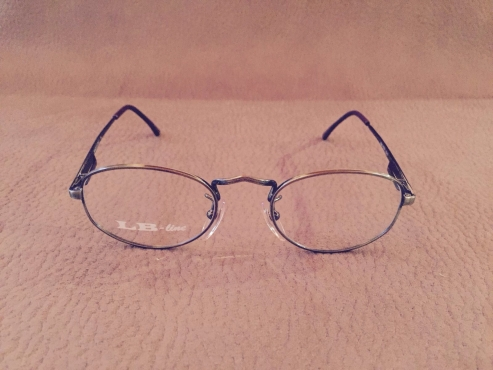 Selling 100 pairs of European brands reading/ vision glasses frames