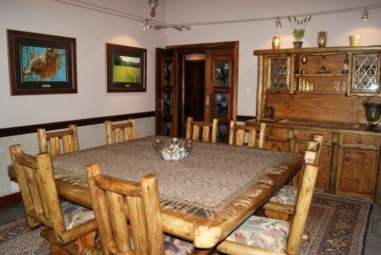 8 Seater Dining Room Suite with Buffet