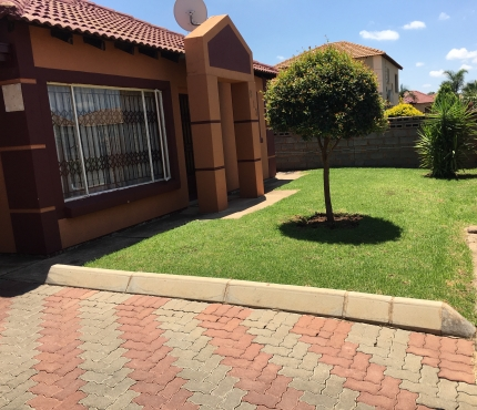Gorgeous 3 bedroom house with a lovely garden available in Rosslyn ...