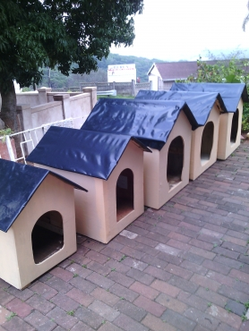 dog kennels/ classic dog houses