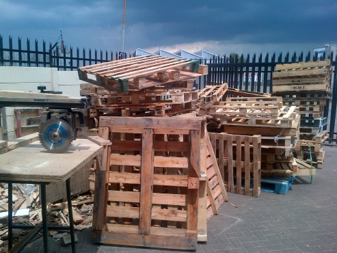 All kind of pallets ,create and boxes in stock