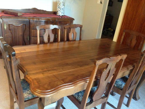 Ball And Claw Imbuia 8 Seater Diningroom Table Side Board