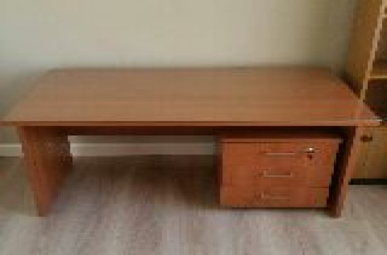 Desk 1200x750mm with 3-draw mobile pedestal