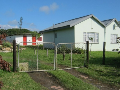 2 Bedroom, 2 Bathroom Beach Cottage (Close to Lighthouse) for sale in Port Edward.