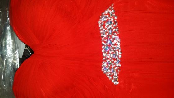 Rooi matriekafskeid / rok, plain en simple maar treffend. mooi gevoude plooitjies detail op bo-stuk.