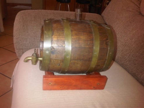 Small bar antique wooden Wine barrel