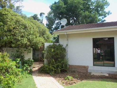 Big Modern Bryanston cottage, 3 bed 2 bath open plan