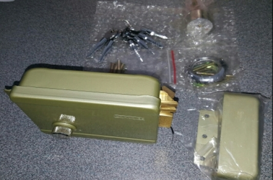 Electric Lock Kit & 6x Security Keys