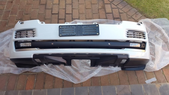 Latest 2016 Original Range Rover Big Body front bumper with spotlights Colour White like new