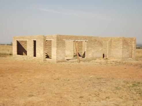 Smallholding: House & Outbuildings on 8,5 ha Onderstepoort