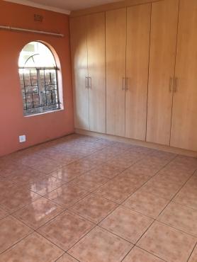3 Bedroom IN CASSIM PARK , 2 Bathrooms, Kitchen,  Lounge, Dinning room, Garage > DEPOSIT R2500