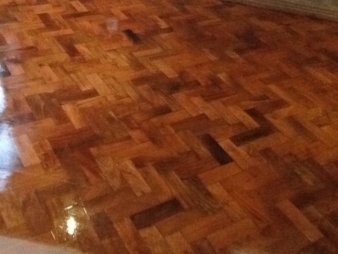Sanding and sealing on wooden floors