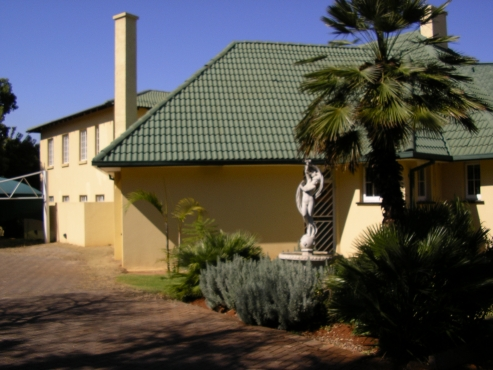 We have Rooms available in a Stunning Guesthouses near Tuks for immidiate occupation