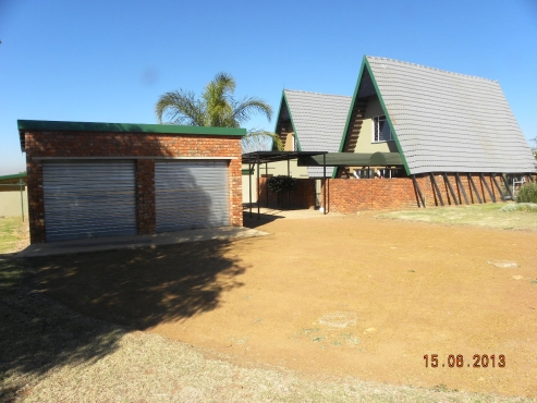 Smallholding with two 4-bedroom houses