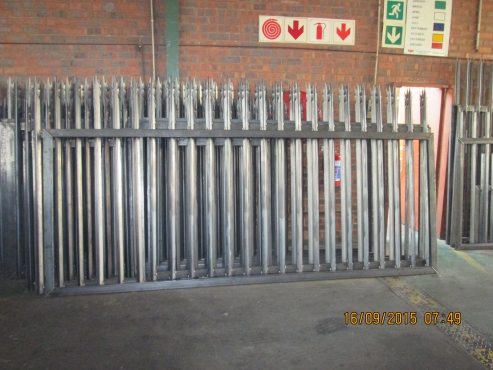 PALISADE GATE SPECIAL 3MX1.8M HIGHT 30x30 7SP