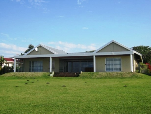 Immaculate 4 Bedroom,2 Bathroom Home on the Beach with 1 Bedroom Cottage for sale in Port Edward
