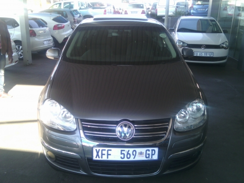 2009 Jetta5 With Sunroof 2.0 Engine Capacity 5Doors, Factory A/C, C/D Player, Central Locking, Grey