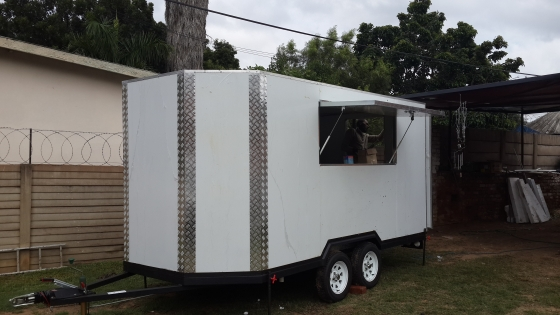 FAST FOOD TRAILERS BUILT FROM ISOLATED PANELS. THI