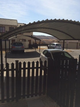 Direct from owner - BLOEMFONTEIN MODERN TOWNHOUSE