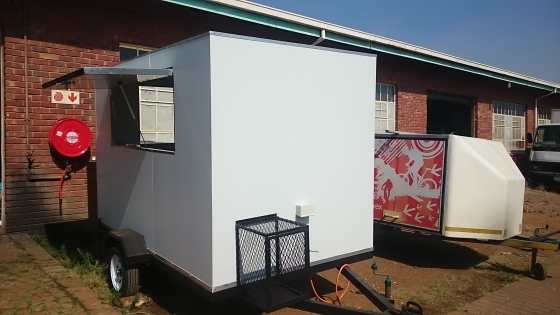 We manufacture food trailers with isolated panels.