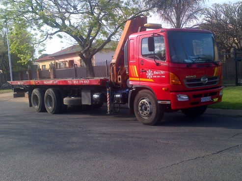 Toyota Hino 12 ton rollback truck for hire