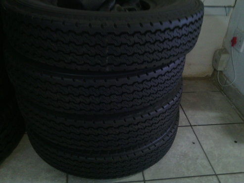 Specials on New Retreads truck Tyre 8.25x16 in Wit bank Mpumalanga