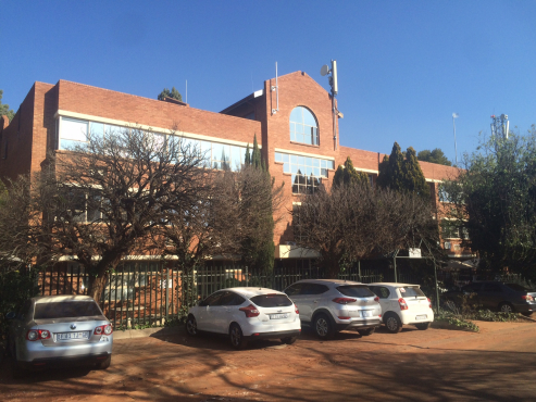 WELL PRICED OFFICES TO LET IN CLUBVIEW, CENTURION!!!