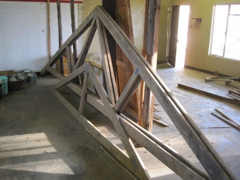 ROOF TRUSSES FOR SALE  | Junk Mail