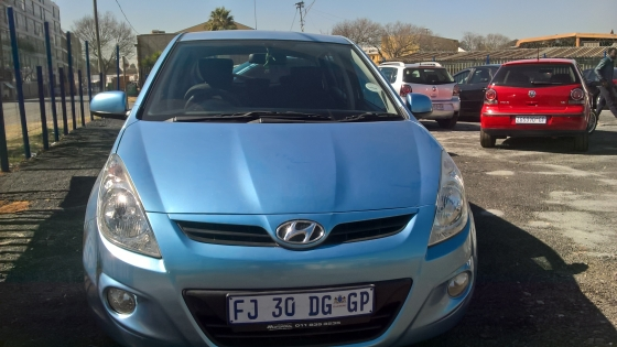 2012 Hyundai i20 1.6 gls bluetooth, 5-Doors, Factory A/C, C/D Player, Central Locking, Blue in Color