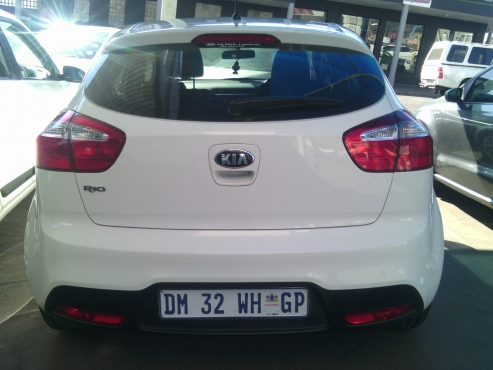2015 Kia Rio Tech 5Doors, Factory A/C, C/D Player, Central Locking, White in Color, 2000Km, Power St