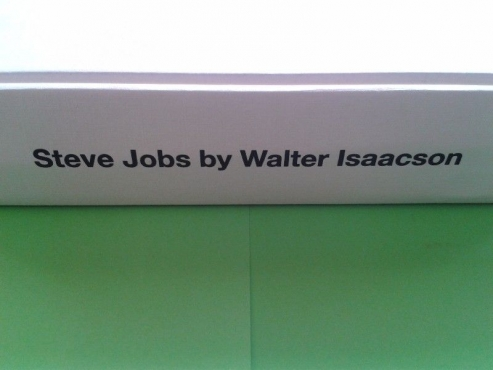 Steve Jobs - Walter Isaacson - First Edition 2011. (Biography)