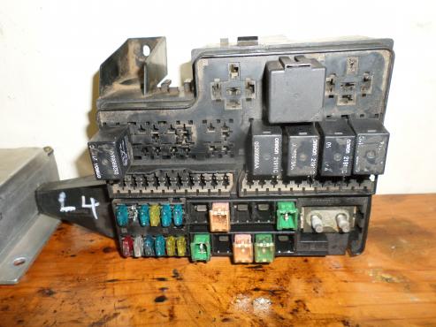 chrysler neon 2.0 fusebox   for sale  contact 0764278509   whatsapp 0764278509