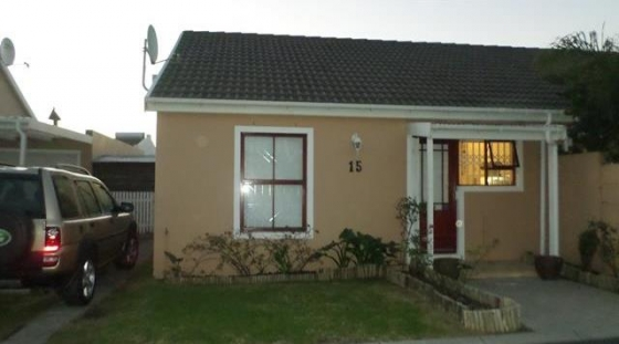 2 Bedroom House For Sale in Strand