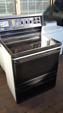 Defy Free Stand Glass Top Oven