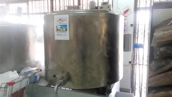 2 x 800liters Stainless steel, Milk tanks on stand