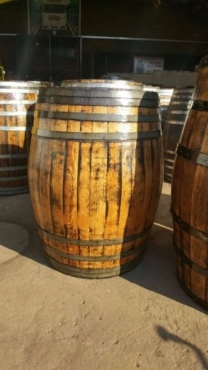 Varnished wine Barrels for sale