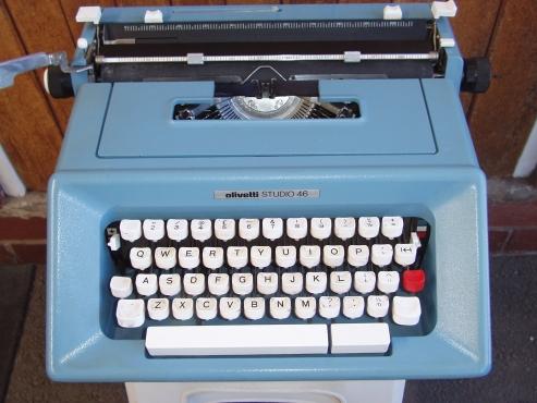 Olivetti Typewriter - Studio 46 - Vintage