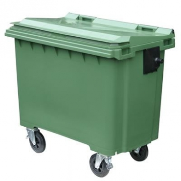 plastic pallets . plastic bins