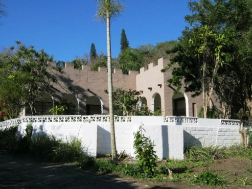 7 Bedroom,6 Bathroom Rustic House with Afro-chic Rooms for sale in Banners Rest, Port Edward