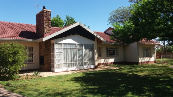 4 bedroom house Jim Fouche Park Welkom: private sale