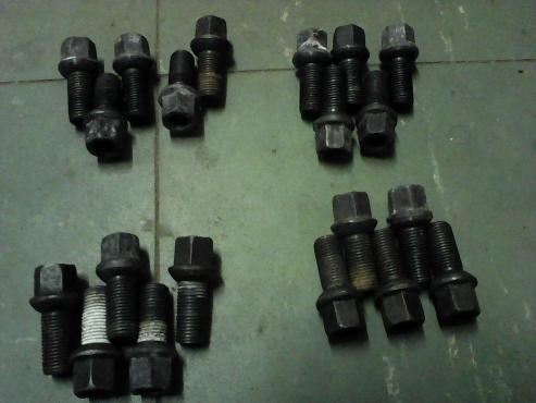 Vw wheel bolt set + LOCK Bolt Set.
