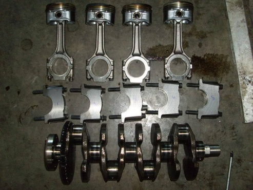 Alfa Romeo 156/ 147  2.0 crankshaft and pistons    for sale  contact 0764278509  whatsapp 0764278509